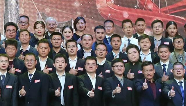 荣耀时刻:我司董事长骆德育获颁2019东莞首席技师荣誉证